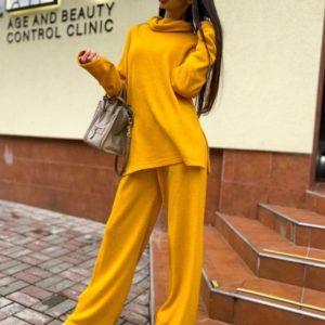 Купити жіночий жовтий на осінь вільний костюм з щільної ангори зі светром в інтернеті