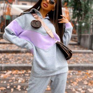 Купити сірого кольору жіночий спортивний костюм з трехніткі з кольоровою вставкою в інтернеті