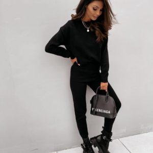 Придбати за знижку чорний прогулянковий жіночий костюм з ангори (розмір 42-50)