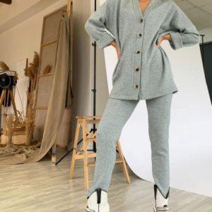 Придбати сірого кольору Прогулянковий костюм з ангори для жінок з кофтою на ґудзиках на осінь недорого