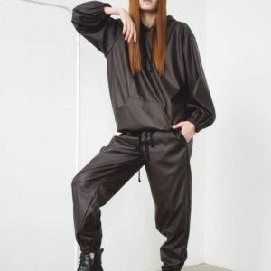 Купити чорний жіночий костюм з худі з еко шкіри оверсайз по знижці
