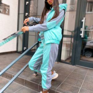 Купити сірий / бірюза жіночий костюм трійка з жилеткою зі вставками з плащової тканини за низькими цінами