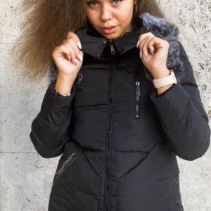 Купити жіночу куртку зимову з капюшоном чорну і хутром (розмір 46-52) вигідно