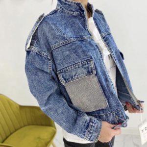 Замовити блакитну коротку джинсова куртка з блискучими кишенями для жінок онлайн