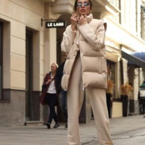 Купить бежевую женскую куртку-трансформер со съемными рукавами онлайн