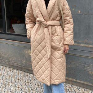 Заказать женское беж стёганное водоотталкивающее пальто с поясом (размер 42-52) по низким ценам