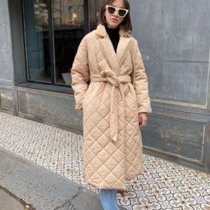 Приобрести по скидке стёганное водоотталкивающее пальто с поясом (размер 42-52) женское бежевого цвета