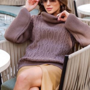 Приобрести женский свитер оверсайз с горлом и фактурным узором лавандового цвета по низким ценам