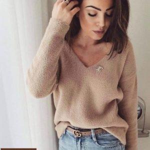 Купить бежевый плюшевый свитер оверсайз со значком Chanel для женщин по скидке