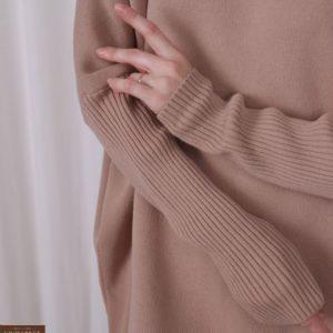 Купить бежевую вязаную тунику оверсайз для женщин на зиму по скидке