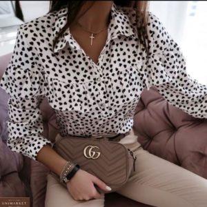 Заказать белую принтованную блузку с рюшей в черные сердечки недорого для женщин