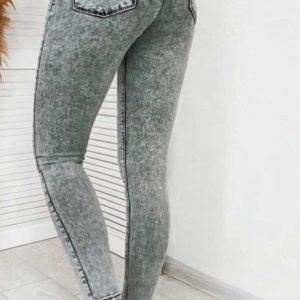Купить выгодно женские стрейчевые джинсы скинни на средней посадке светло-серого цвета