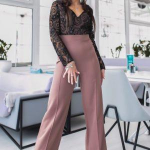 Купить женский цвета мокко Брючный комбинезон с сеткой с камушками (размер 42-48) онлайн