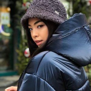 Заказать синий зимний пуховик из плащевки с эффектом бархата для женщин в интернете