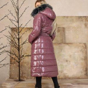 Приобрести по скидке женскую длинную куртку на змейке с мехом (размер 42-48) цвета баклажан