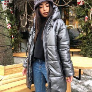 Купить серую куртку на утеплителе женскую из эко кожи с капюшоном недорого