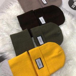 Приобрести выгодно женский и мужской комплект Gucci: шапка и шарф разных цветов
