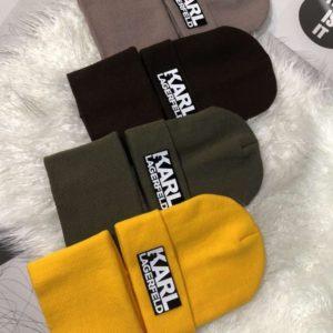 Купить по скидке женский и мужской комплект Karl Lagerfeld: шапка и шарф разных цветов