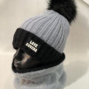 Купить по скидке женский набор двойка зимний: шарф+шапка с помпоном серого цвета