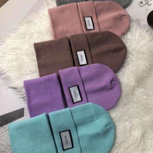 Купить онлайн женский и мужской комплект Gucci: шапка и шарф разных цветов