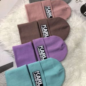 Приобрести разноцветные комплект Karl Lagerfeld: шапка и шарф для мужчин и женщин выгодно