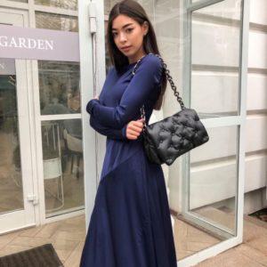 Приобрести в интернете платье из шёлка длины миди женское с разрезом синего цвета