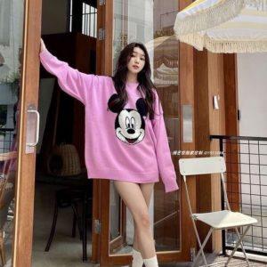 Купить недорого женский удлиненный свитер оверсайз с Микки Маусом (размер 42-48) розового цвета