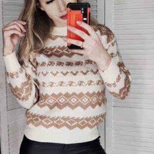 Заказать на подарок бежевый женский свитер машинной вязки с узором онлайн