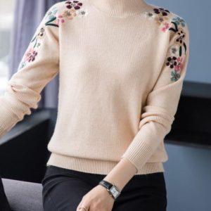 Приобрести бежевого цвета свитер машинной вязки с вышитыми цветами женский онлайн
