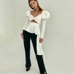 Заказать онлайн женский Топ с баской и длинными рукавами-фонариками молочного цвета