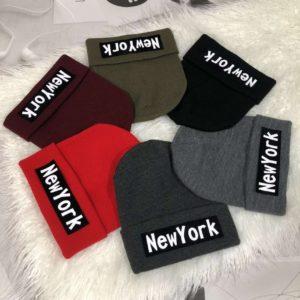 Купить разных цветов женскую и мужскую шапку с надписью New York онлайн