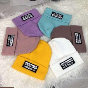 Заказать разных цветов мужскую и женскую шапку с надписью Adidas недорого