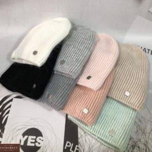 Заказать разных цветов женскую однотонную шапку фасона лопатка чулок по низким ценам