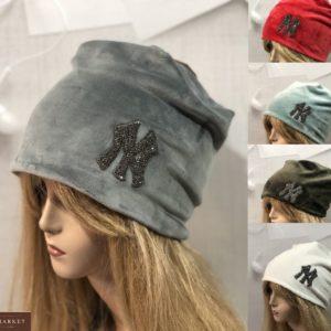 Купить женскую велюровую серую, бирюза, красную, белую шапку NY по скидке