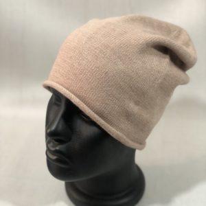Приобрести выгодно женскую бежевую шерстяную шапку с завернутым краем