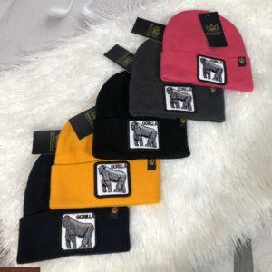 Заказать мужскую шапку с вышитым принтом разных цветов недорого
