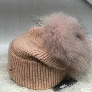 Приобрести персик женскую шерстяную шапку с пушистым помпоном в интернете