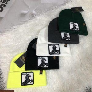 Приобрести выгодно шапку для мужчин с вышитым принтом разных цветов