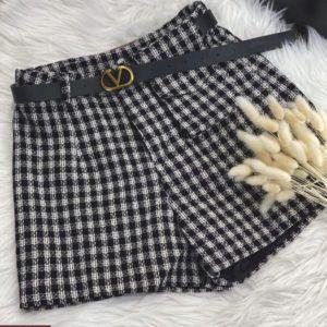 Приобрести черно-белые короткие шорты в клетку для женщин онлайн