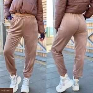 Заказать зимние женские спортивные штаны из велюра на флисе (размер 42-52) бежевого цвета онлайн