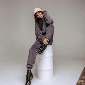 Купить женский в интернете Тёплый костюм с капюшоном из двухсторонней махры цвета графит на зиму