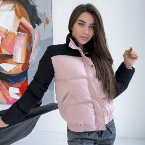 Заказать женскую короткую двухцветную куртку пудра/черный дешево