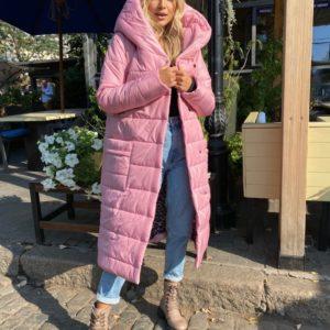 Приобрести по скидке женскую куртку на кнопках с поясом и капюшоном (размер 42-56) розового цвета