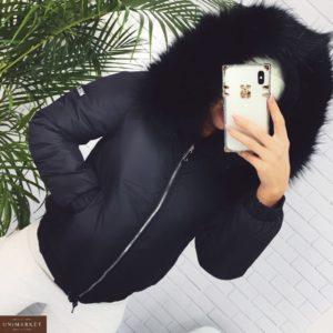 Заказать черную короткую женскую куртку с мехом на капюшоне недорого