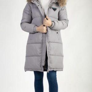 Купить серую женскую куртку на синтепоне с натуральным мехом (размер 42-48) в интернете на зиму