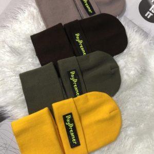Приобрести онлайн женский и мужской комплект Day Dreamer: шапка и шарф разных цветов