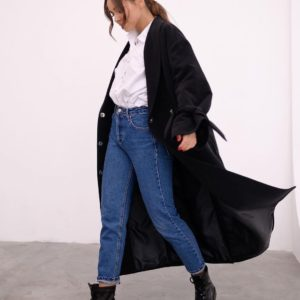 Приобрести утеплённое пальто халат с поясом для женщин черное и с рукавами на завязках недорого