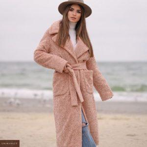 Купить выгодно женское зимнее пальто из каракуля с утеплителем цвета пудра