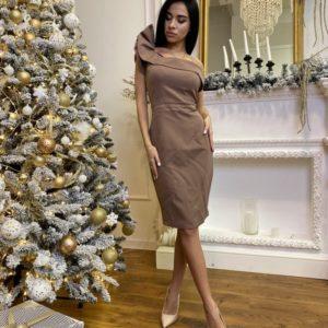 Приобрести женское коктейльное платье на одно плечо на корпоратив с рюшами цвета мокко на подарок