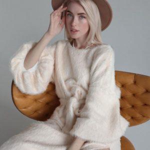 Купити жіноче довге кольору шампань пухнасте плаття з поясом онлайн
